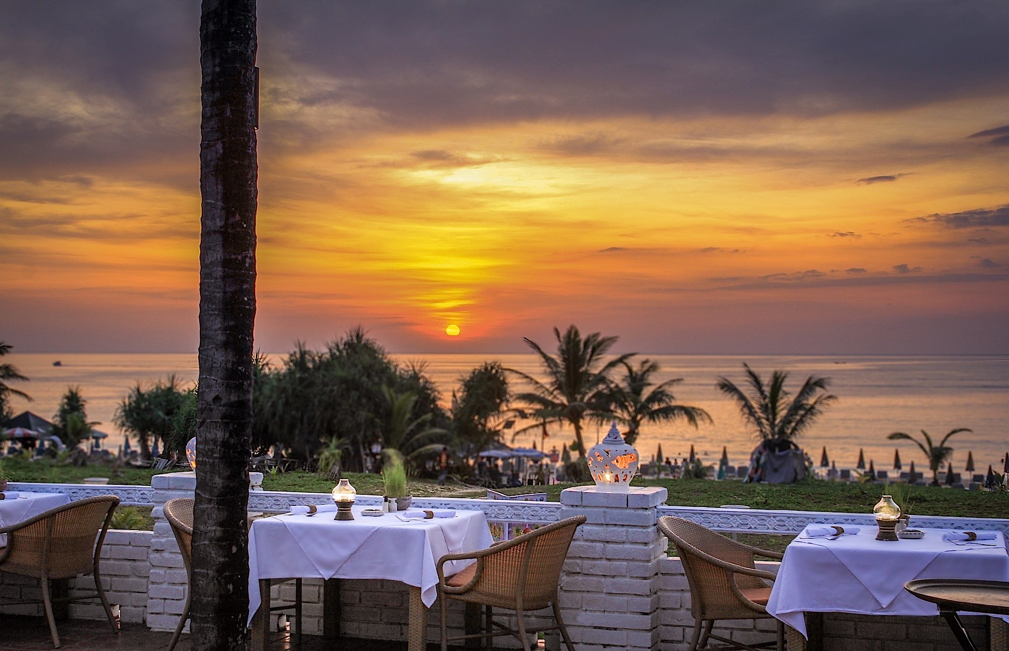 Karon Beachfront Restaurant Sunset View Phuket Thavorn Plam