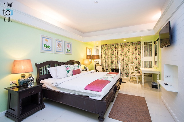 deluxe room, vintage style, karon beach resort