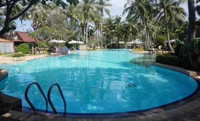 Swimming_Pool_Thavorn_Palm_Beach_Resort