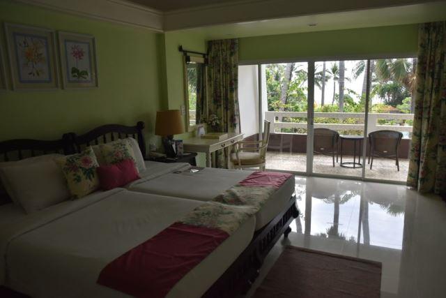 bedroom_junior_suite_karon_resort_phuket