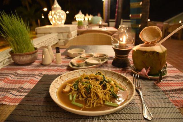 romantic_dining_at_old_siam_karon_restaurant_phuket
