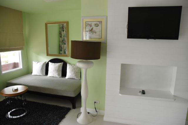 sofa_bed_junior_suite_karon_resort_phuket